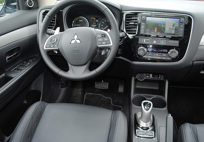 Mitsubishi Plug-in Hybrid Outlander 03