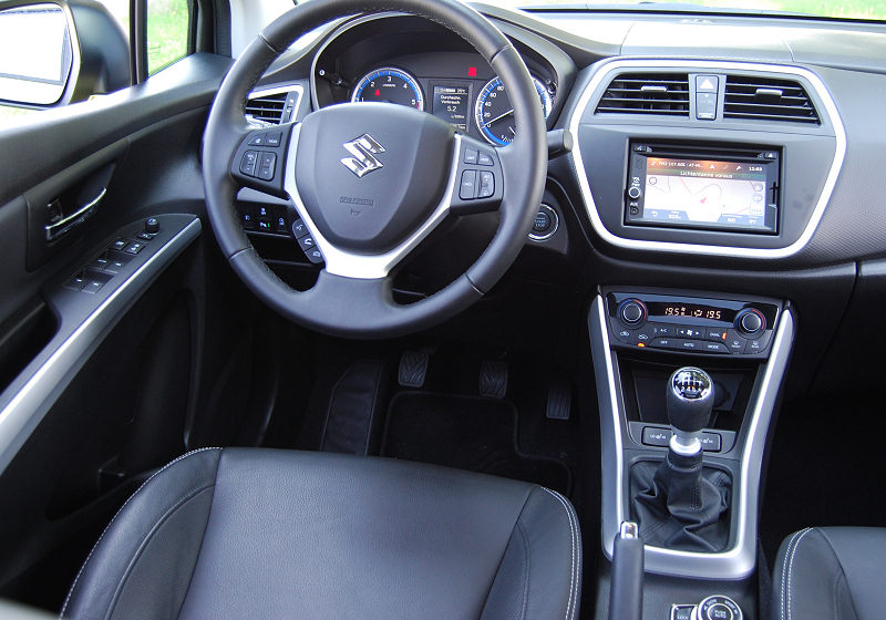 Suzuki SX4 S-Cross 03