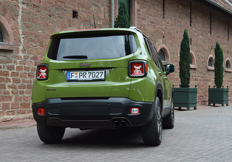 Jeep 75 Renegade 02