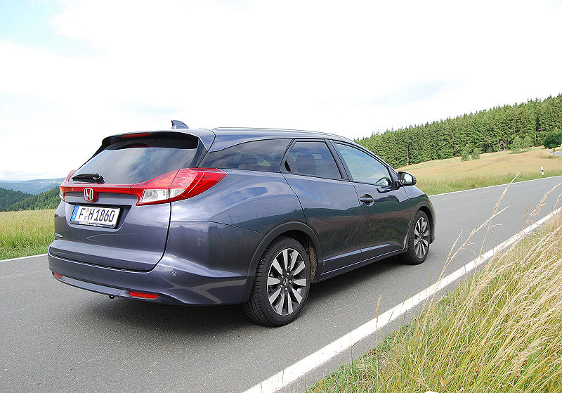 Honda_CivicTourer_01