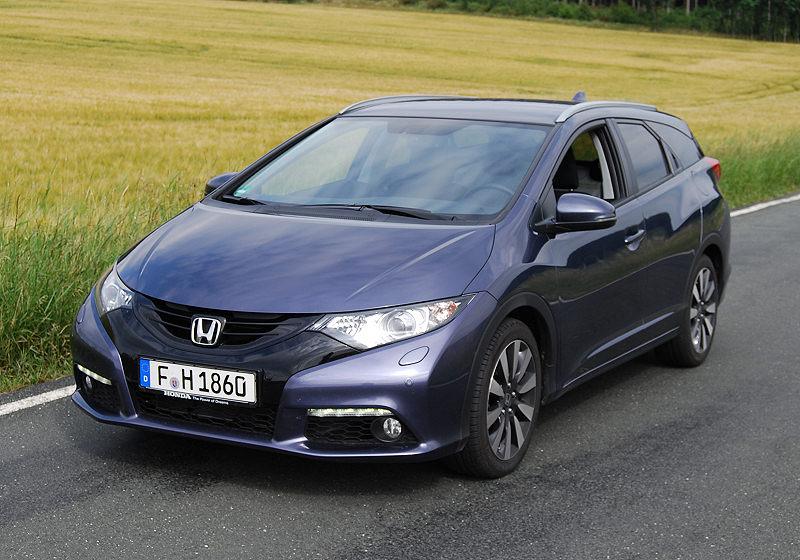 Honda_CivicTourer_02