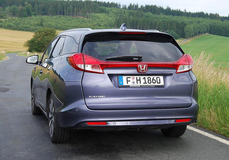 Honda_CivicTourer_04