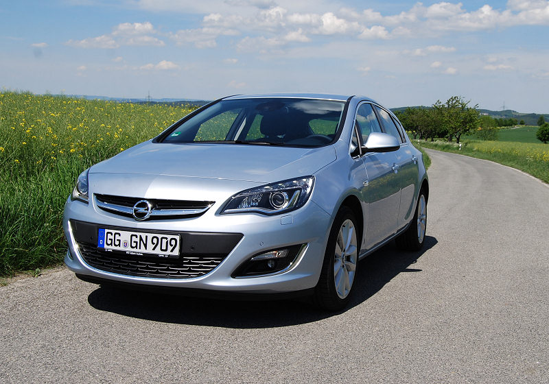 Opel Astra 1.6 CDTi 01