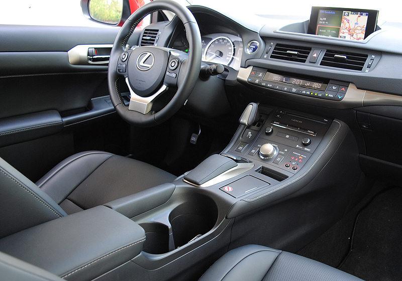 Lexus CT200h 02