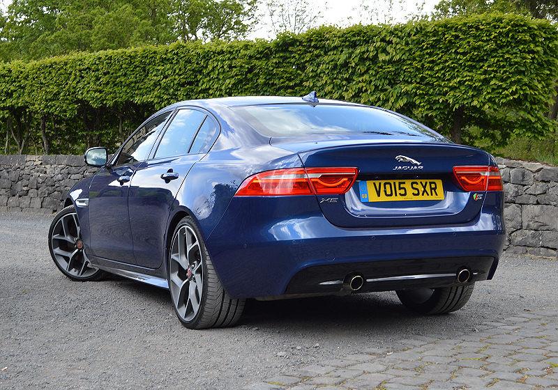 Jaguar XE 03
