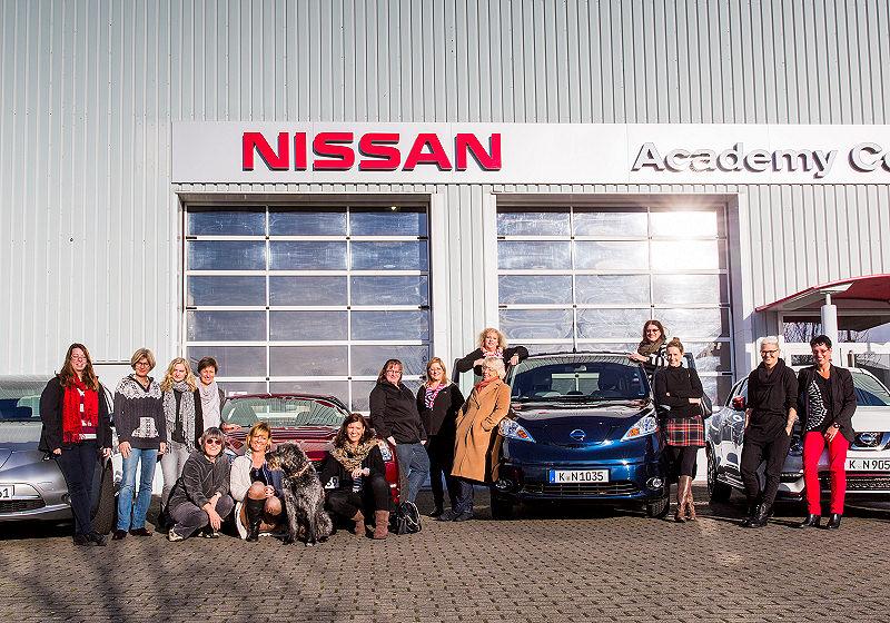 Nissan Frauen 01