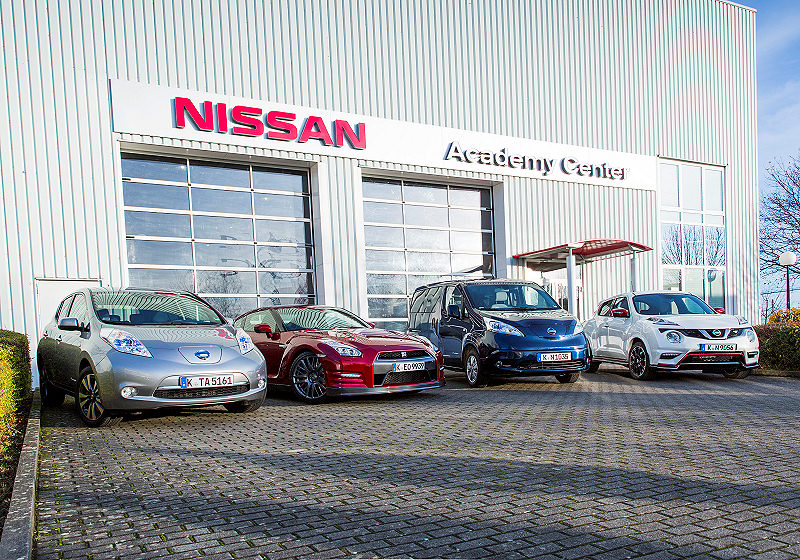 Nissan Frauen 03