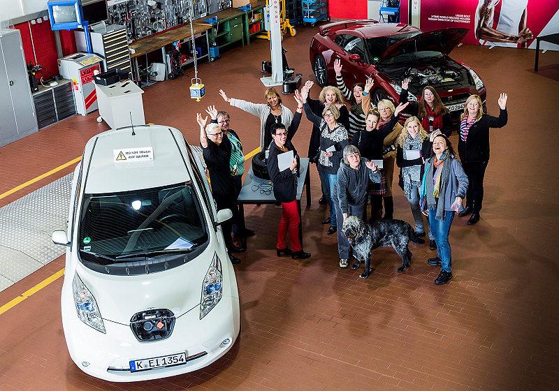 Nissan Frauen 10