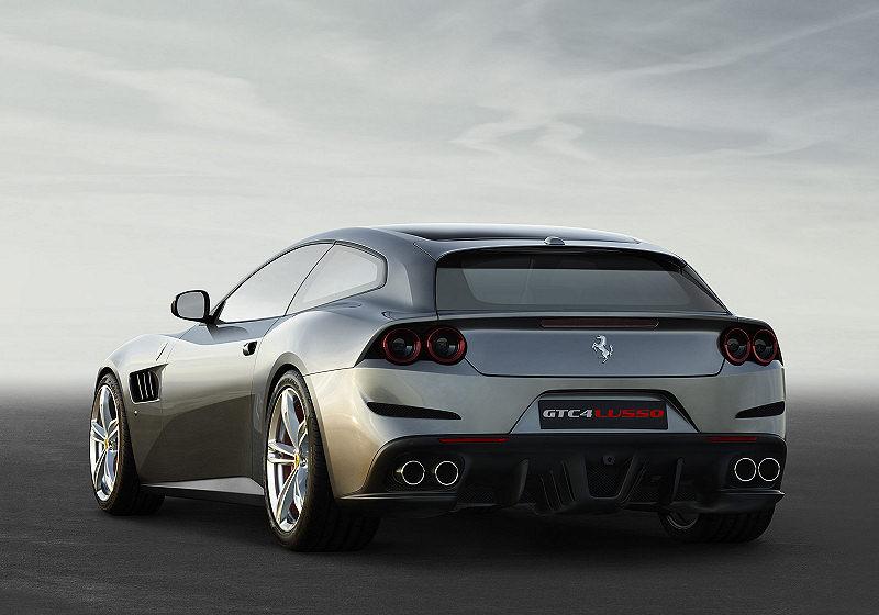 Ferrari GTC4Lusso 02