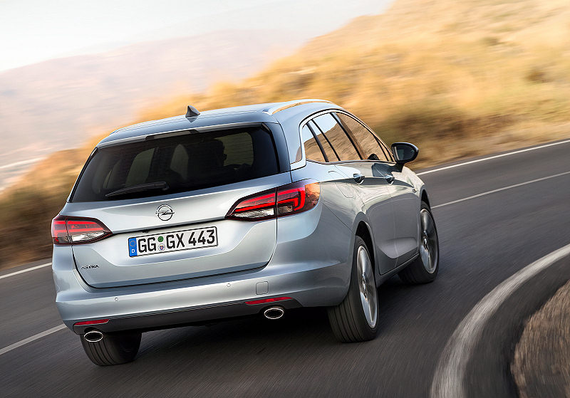 Opel Astra Sports Tourer 03